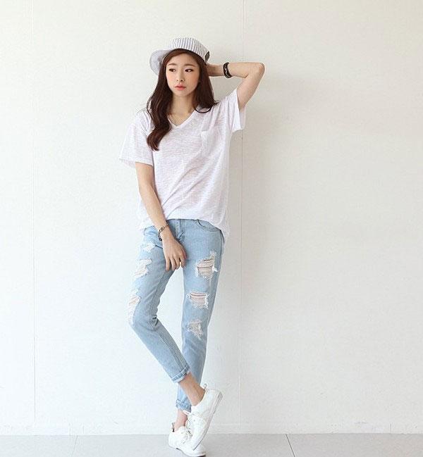Ngoài những chiếc quần jean cổ điển thì jeans rách là một sự lựa chọn tuyệt vời cho các cô nàng tuổi teen đó nha