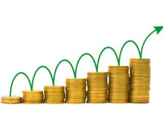 Để giúp kế toán hiểu rõ hơn về các nghiệp vụ kế toán ghi nhận doanh thu và thu nhập khác trong doanh nghiệp vừa và nhỏ, Kỹ năng kế toán xin gửi đến bạn một vài ví dụ tiêu biểu và dễ hiểu nhất về các nghiệp vụ kế toán ghi nhận doanh thu và thu nhập khác trong bài viết sau. Mời bạn đọc cùng tham khảo. Ví dụ 1: Tách thuế gián thu ra khỏi cơ cấu doanh thu Công ty A bán hàng hóa cho công tu B, giá bán bao gồm cả thuế GTGT là 110 triệu đồng, thuế GTGT 10 triệu đồng. Giả sử công ty A tình và nộp thuế GTGT theo phương pháp trực tiếp thì doanh thu được ghi nhận như sau: Trường hợp 1: Công ty A phản ánh doanh thu trên số kế toán là giá bán bao gồm cả thuế GTGT và phản ánh số thuế GTGT phải nộp là 1 khoản giảm doanh thu, cụ thể: - Phản ánh doanh thu: Nợ các TK 111, 112, 131,… 110 triệu đồng Có TK 511: 110 triệu đồng - Tách thuế GTGT phải nộp: Nợ TK 511: 10 triệu đồng Có TK 3331: 10 triệu đồng Trường hợp 2: Công ty A phản doanh thu trên sổ kế toán là giá bán chưa bao gồm thuế GTGT, cụ thể: - Phản ánh doanh thu: Nợ các TK 111, 112, 131,… 110 triệu đồng Có TK 511: 100 triệu đồng Có TK 3331: 10 triệu đồng Trong cả hai trường hợp trên, chỉ tiêu doanh thu bán hàng và cung cấp dịch vụ( Mã số 01) trên Báo cáo kết quả hoạt đồng kinh doanh là 100 triệu ( không bao gồm số thuế GTGT phải nộp), khoản thuế GTGT không đươhc phản ánh vào chỉ tiêu các khoản giảm trừ doanh thu( Mã số 02) của Báo cáo kết quả hoạt động kinh doanh vì các khoản thuế gián thu hộ bên thứ 3, không thuộc cơ cấu doanh thu nên không được coi là các khoản giảm trừ doanh thu. Ví dụ 2: Kế toán khoản lãi đầu tư nhận được từ các khoản lãi đầu tư dồn tích trươc khi doanh nghiệp mua lại khoản đầu tư Ngày 1/4/20x3, Công ty XYZ đầu tư 1 tỷ đồng mua cổ phiếu của công ty cổ phần JSC. Đến ngày 30/2/20X4 Công ty cổ phần JSC thông báo chi trả cổ tức năm 20X3 cho Công ty XYZ với số tiền 100 triệu đồng. Kế toán hạch toán như sau: (1) Ghi nhận khoản đầu tư vào công ty JSC: Nợ TK 228: 1.000 triệu đồng Có TK 112: 1.000 triệu đồng (2) Do Cô